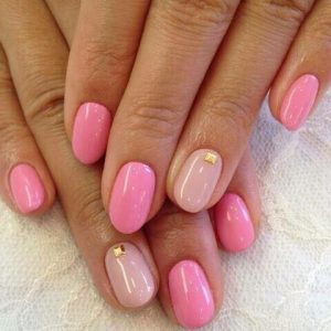 round shape acrylic nail extensions with shellac gel on top